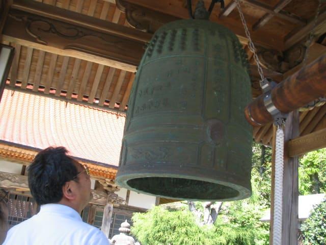 ご先祖が寄進した鐘:その鐘には男ばかり五人兄弟の名前が刻まれている