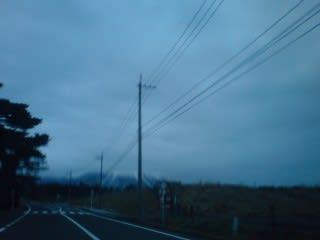 大山。上は雲が掛かって台形に。大山に雲が掛かると翌日は雨(雪)とはよく聞きますが。