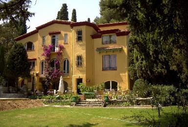 地中海に面した絵描きの別荘には、一度は行ってみたい。