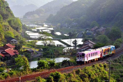 JR美祢線ラッピング列車画像0513...