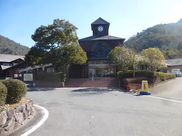 西脇 市 日本 の へそ 日 時計 の 丘 公園 オート キャンプ 場