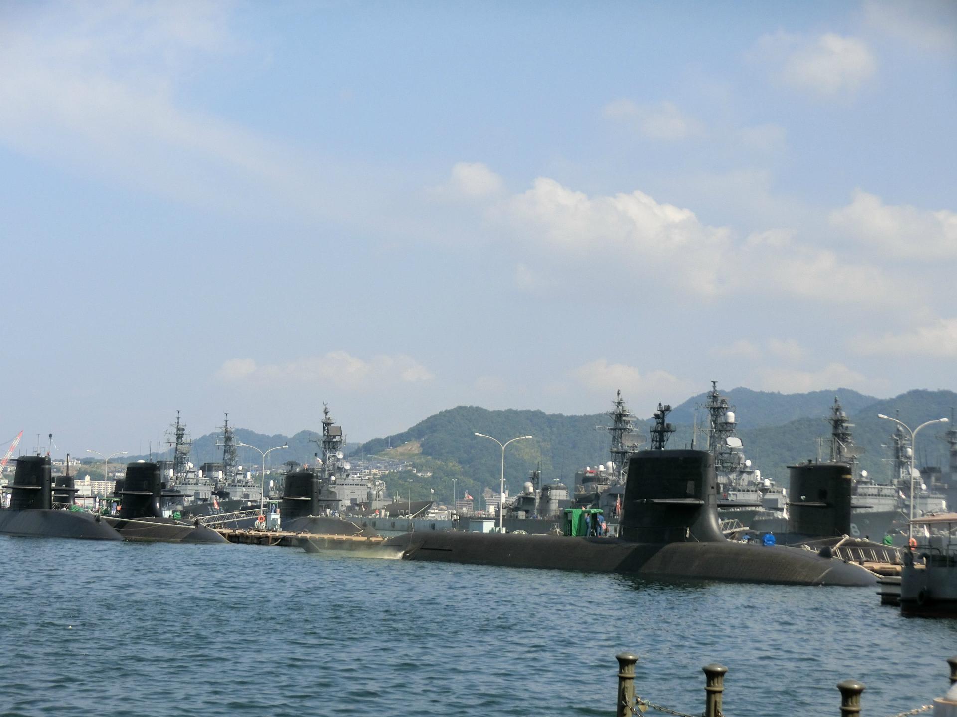 お盆は 潜水艦や護衛艦が沢山停泊していました 天使のおうち