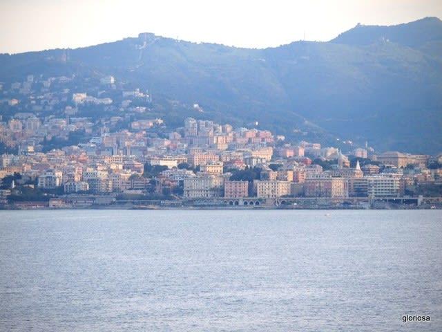 地中海の島サルディーニャからイタリア半島・ジェノヴァの港に再上陸 ...
