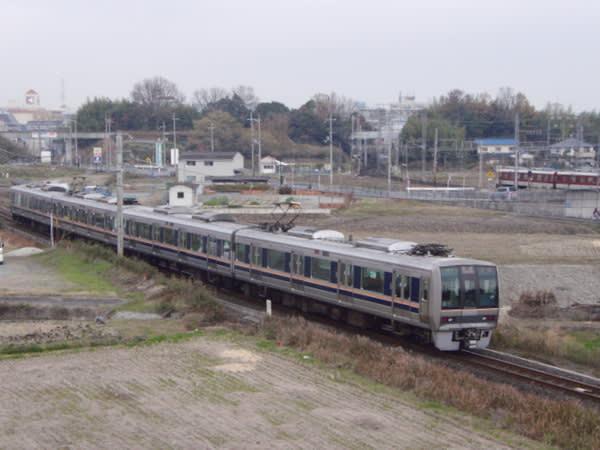 4両編成207系「快速」宝塚行き