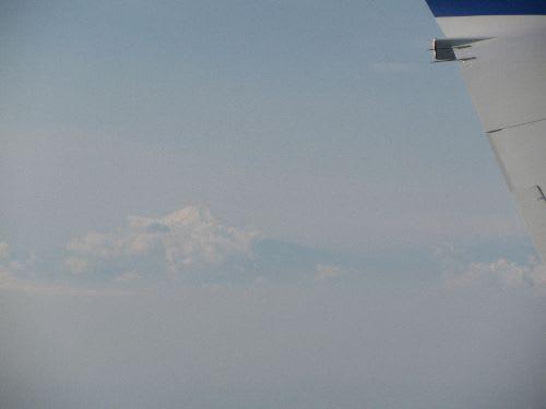"""飛行機の中から富士山が見えました。""""<br> style="""