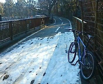多摩湖自転車道 凍結