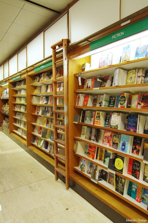 アカデミア書店本棚