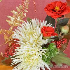 輪菊とツバキの新春アレンジ・壁掛けリース兼用【アーティフィシャルフラワーアレンジ】