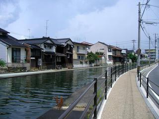 旧加茂川河口より京橋を望む