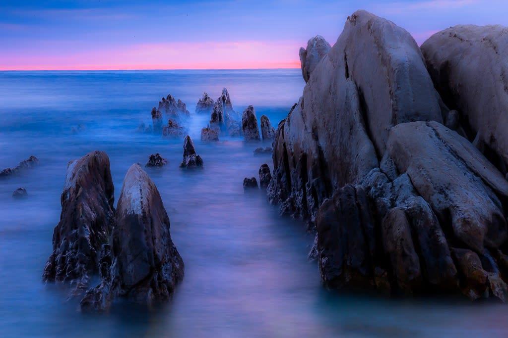 根本海岸の巨岩の写真