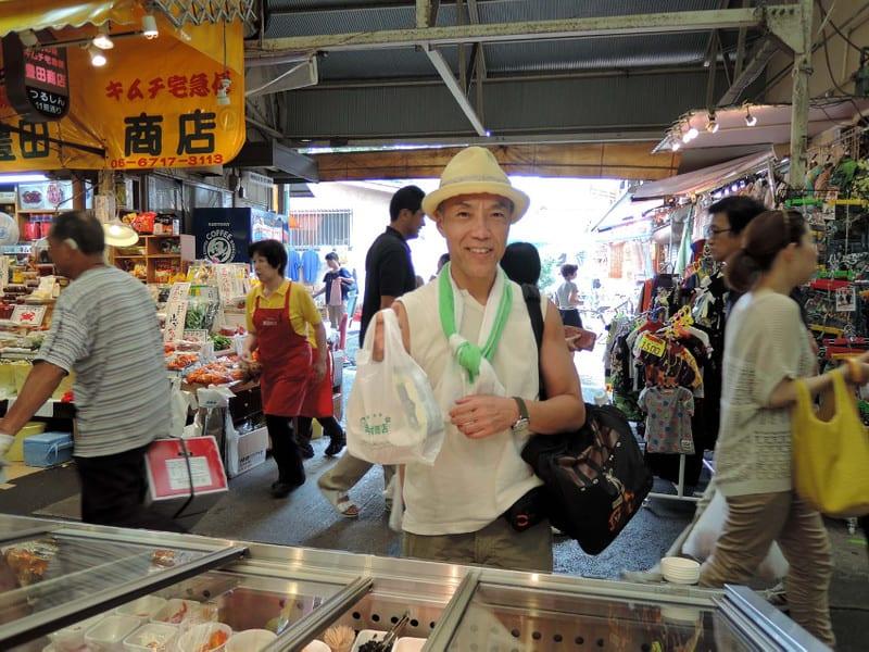 Jackie_buying_kimchi_2