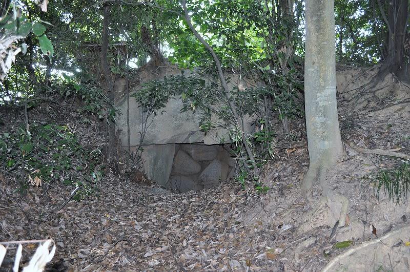 條庚申塚石室