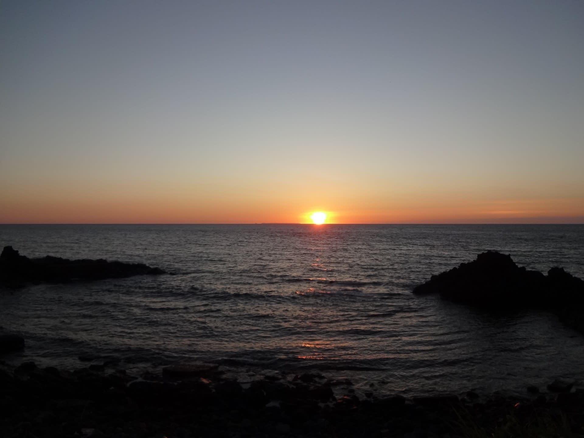 日本海の夕陽ライン