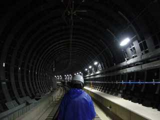 阪神なんば線ドーム前駅から九条駅へ向かうシールドトンネル内