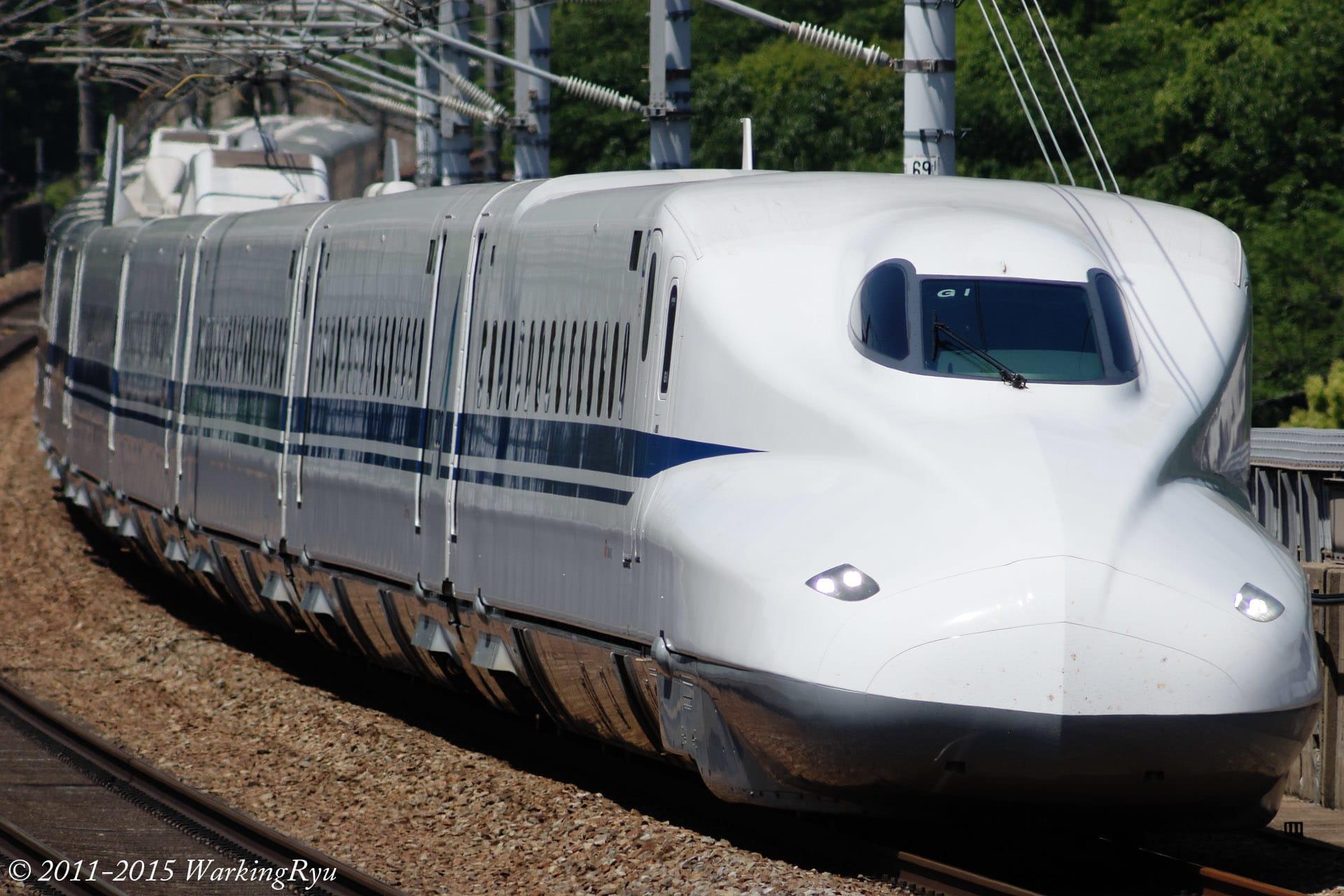 白色のかっこいい電車の壁紙