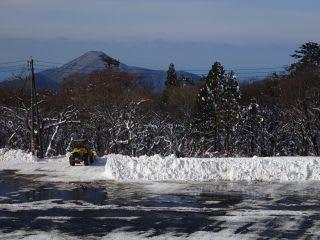 除雪中。24日からは有料です。