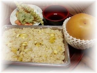 栗ご飯と天婦羅とデザートに「梨」クリックで栗ご飯のアップです