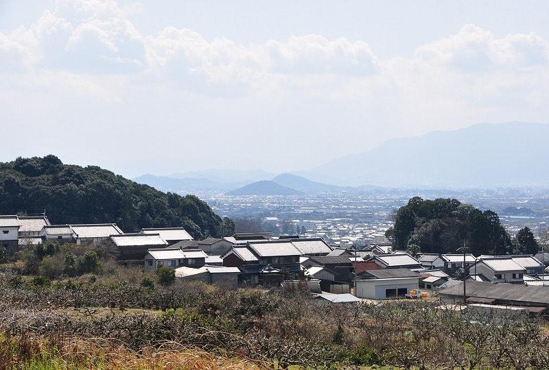 二ノ瀬池から見える大和三山(畝傍山と耳成山)