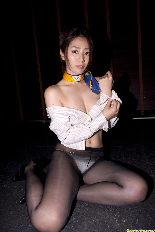 谷桃子さんのインナー姿