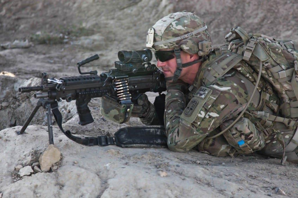 自衛隊 米国演習でM249 SAW(分...