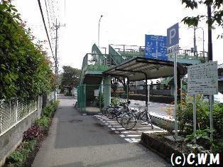 [路線バス]バス停駐輪場 - コットンウェイの道端から