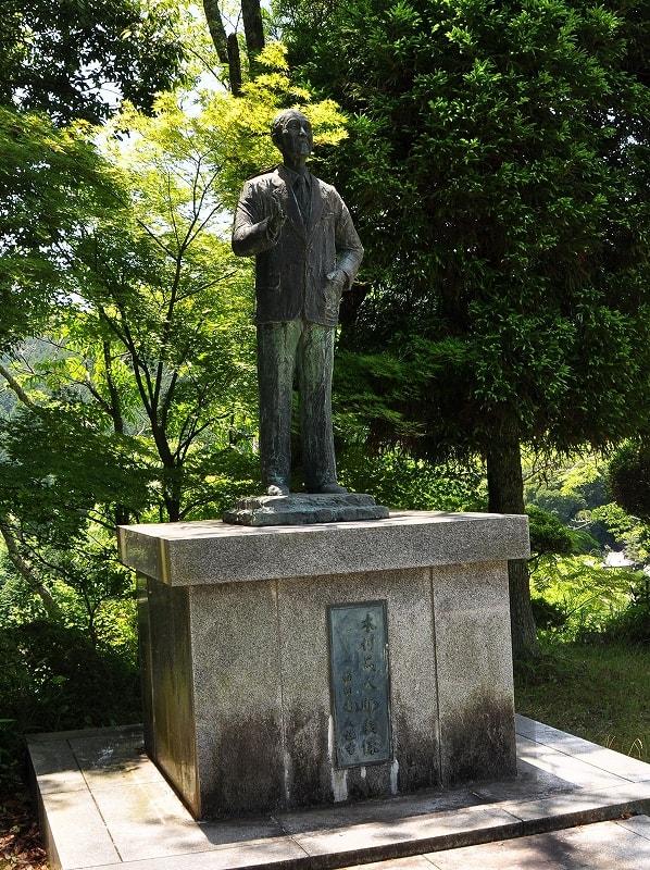 木村篤太郎翁の銅像