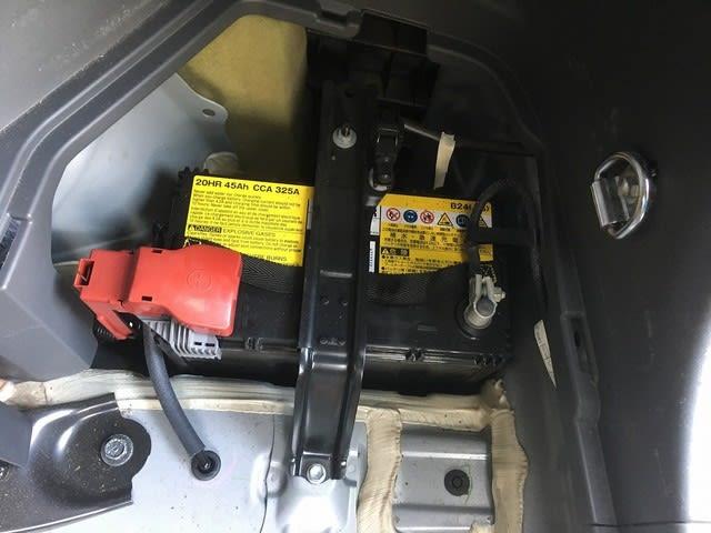 プリウスαの補機バッテリーを交換 - a-stormのblog