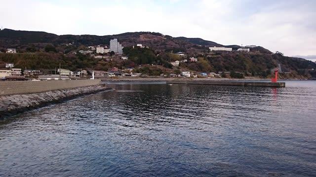 稲取港真ん中の堤防