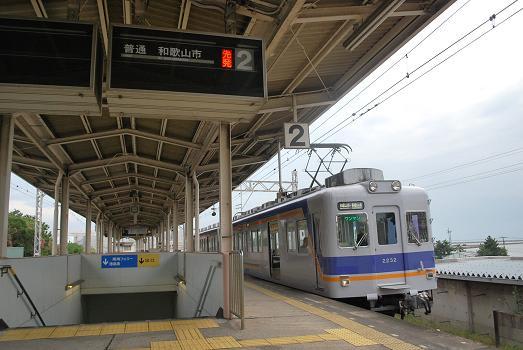 復活した和歌山港線の普通列車 -...