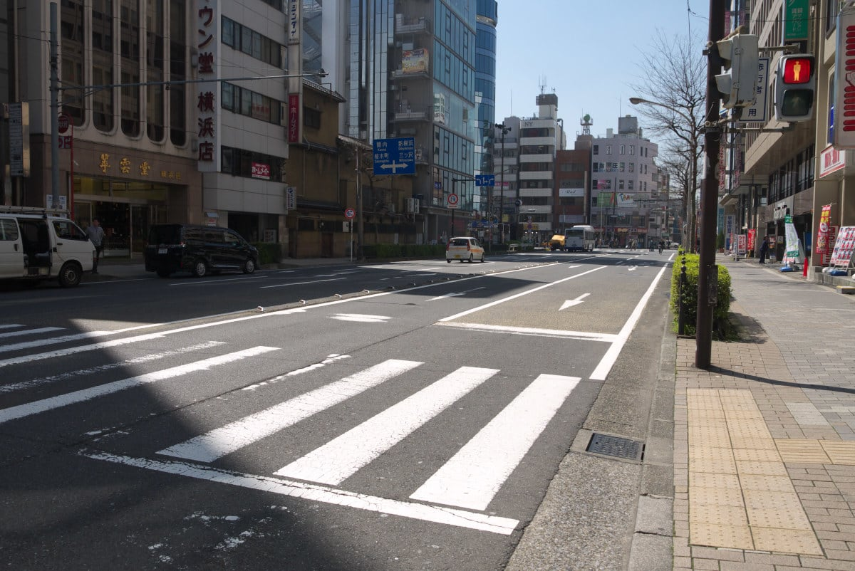 早春の横浜駅:岡野交差点と内海...