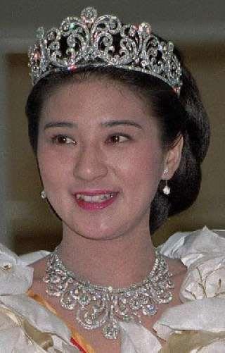 皇太子妃に伝わる第一ティアラ , 七変化もびっくり