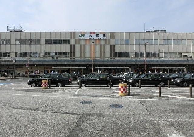 大宮駅東口駅名看板の位置 - 咲...