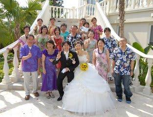 ハワイで結婚式に出席する際の格好