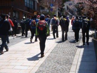日曜と木曜は。暖かくなったためか、韓国からの登山者も多め