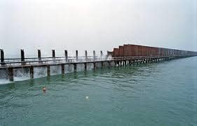 アッチの勢力が、伝統漁民の海を、そして森を盗んだのだ。とか言ったならば、言いすぎか。【水は天から もらい水】