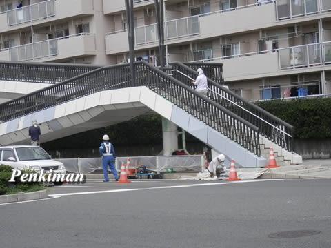 歩道橋塗装中