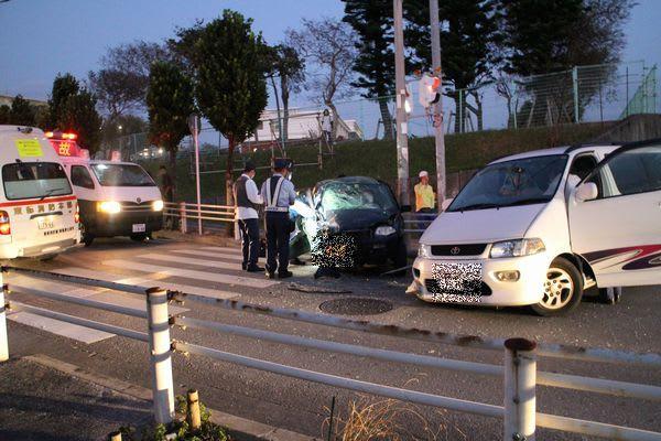 事故 沖縄 交通 沖縄で発生した多重衝突の死亡事故 母子を直撃した支柱の正体とは…(柳原三佳)
