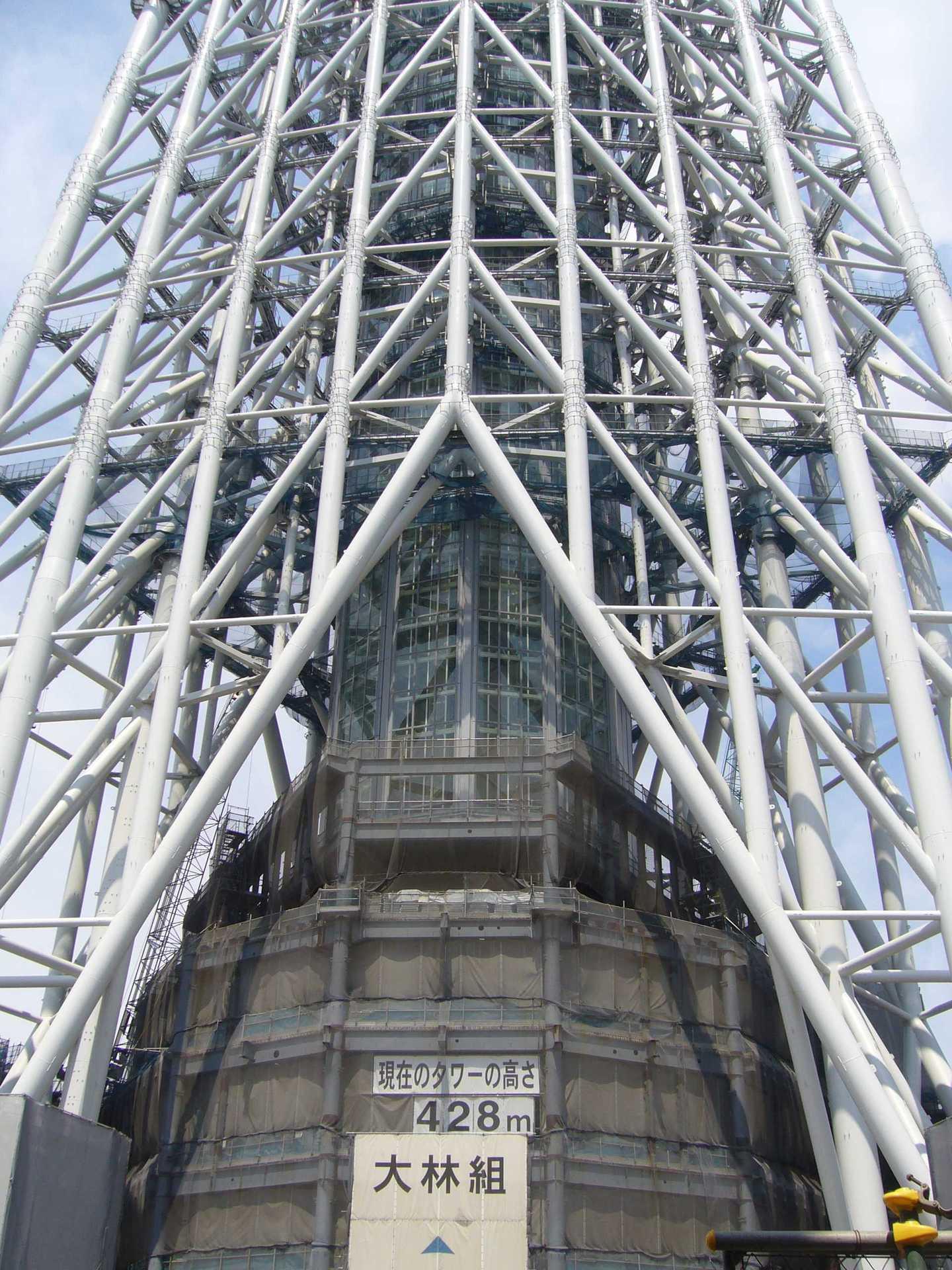 現在の高さ428mの東京スカイツリー(建設中)