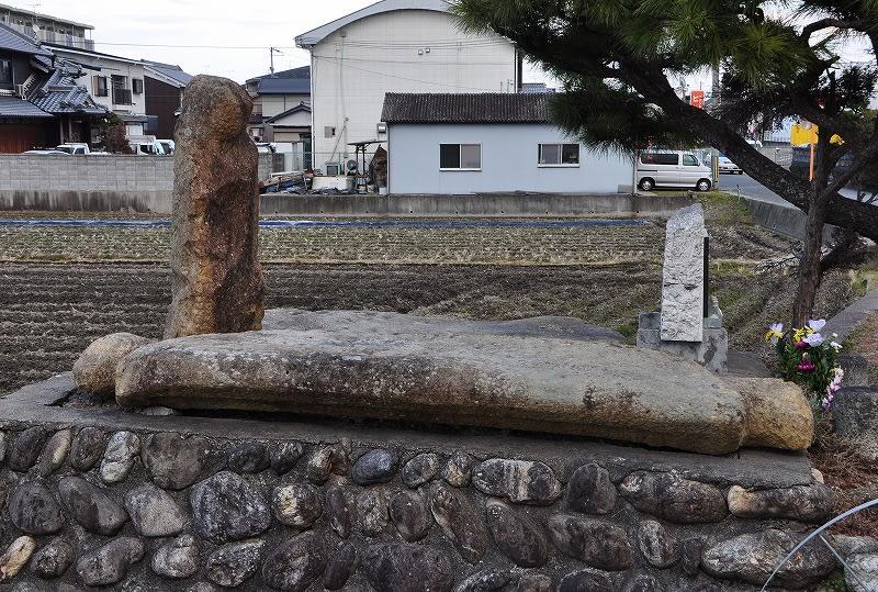 阿弥陀橋蓋石