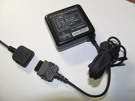 ACアダプタと変換アダプタを組み合わせて充電する