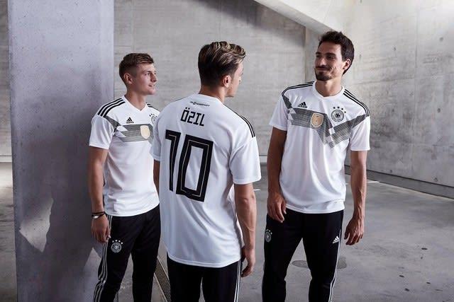 0e072fa4208185 ドイツ代表、2018年W杯モデルのホームユニフォームを発表。 - ヨアヒム ...