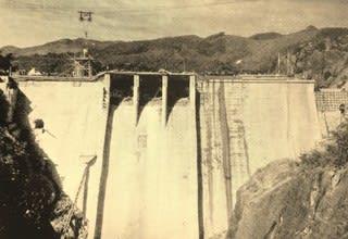 お國自慢』の中の加東-①東条ダム 完成間近のダムの偉容 - ふるさと ...