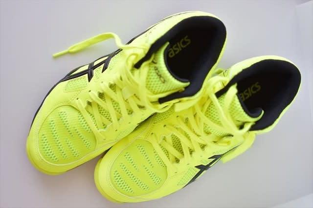 4886fa77f8 インディアカ用の体育館シューズを購入。 今、履いている「サイバーゼロ」に比べて、軽い!派手!動きやすい!そして、安く買えた。(^_^)v
