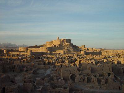 イラン・震災で崩落した世界遺産アルゲ・バム遺跡