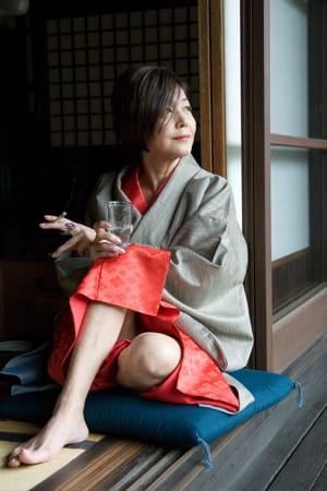 読書をしている小倉優子さん