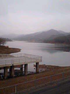 今日の湖は静か!