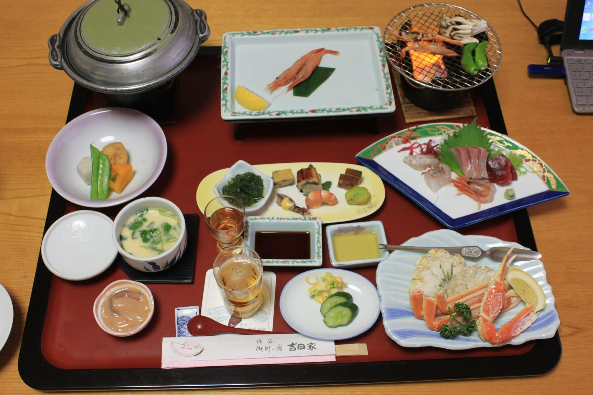 ホテル「吉田家」の夕食(佐渡市...