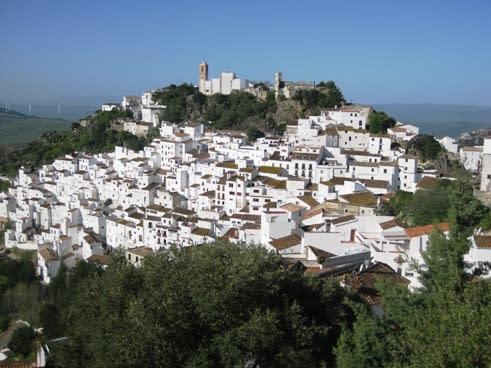 スペイン・アンダルシアの白い村「カサレス」 - 地球浪漫紀行 ...