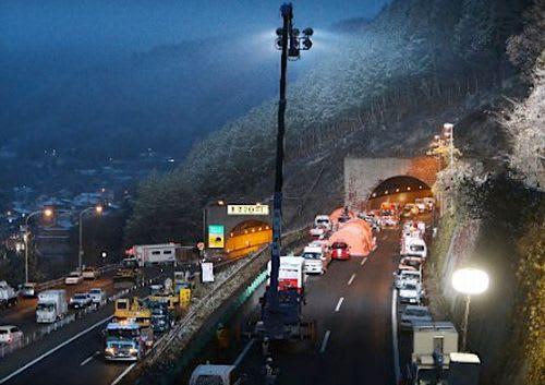 □【笹子トンネル一夜明け】コン...