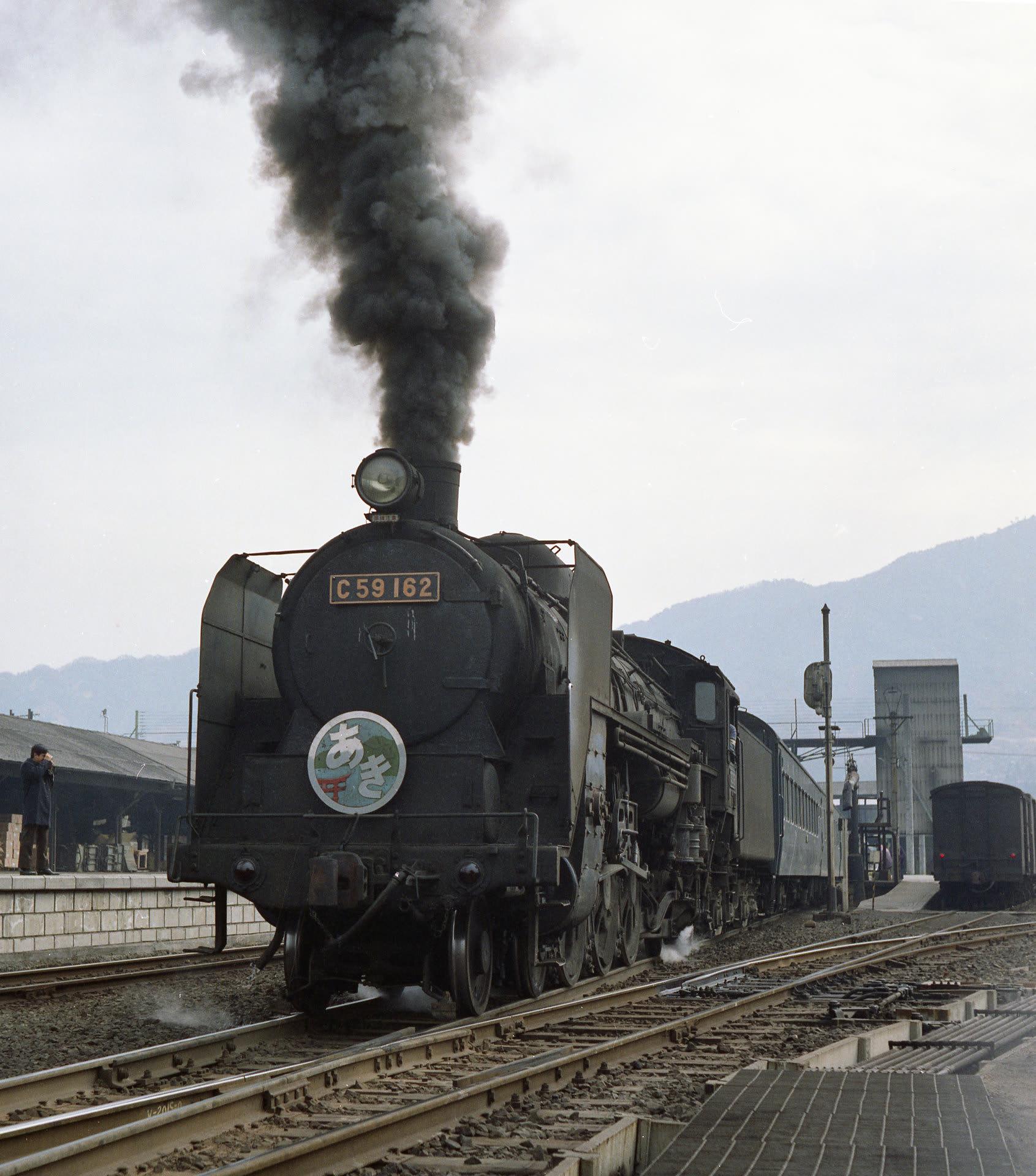新旧の鉄道撮影記、自然風景のある写真